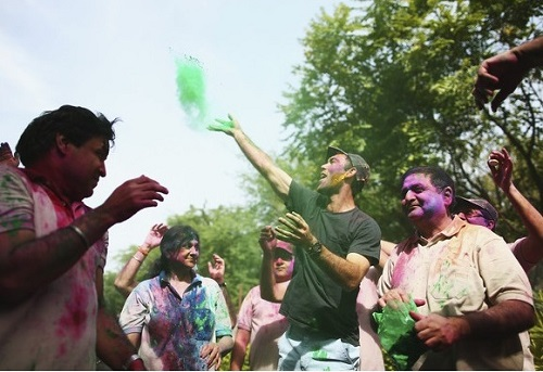Maxwell pictures playing holi.