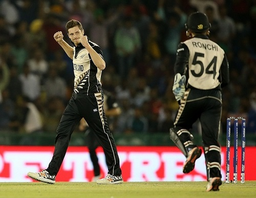 New Zealand beat Pakistan to enter world t20 2016 semi-final.