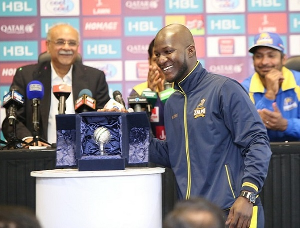Darren Sammy unveiled best bowler trophy for PSLT20 2017