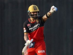 Virat Kohli first player to score 6000 runs in IPL history